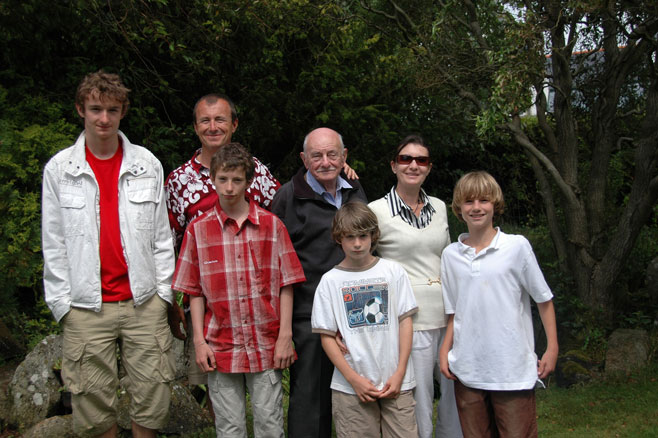 During the summer of 2007, in Carnac on the southern Breton coast, we find grand-père with his son Denis and his then children, Cedric (to the right of Denis) and Bertil, as well as Marie-Helene, Alex and Charlie.