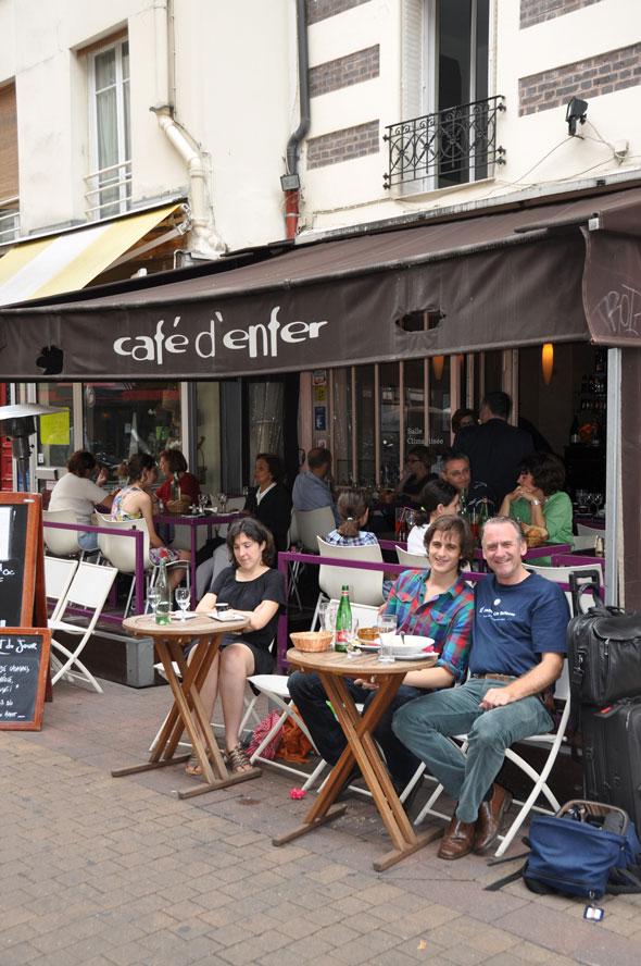 Au Café d'Enfer sur la rue Daguerre, Paris 14ième